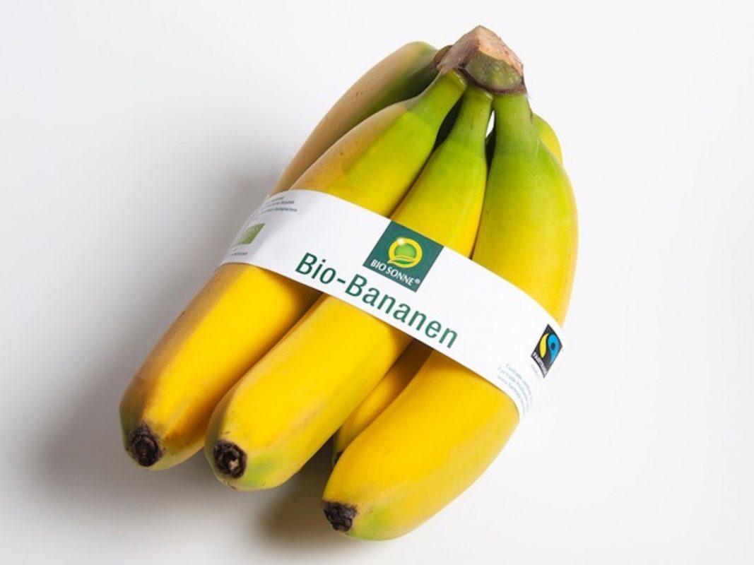 """Ab Ende Januar in den deutschen und österreichischen NORMA-Filialen vorrätig: Die Bio- und Fairtrade-Bananen der bekannten NORMA-Eigenmarke Bio Sonne - statt Umverpackung aus Plastik dann nur noch mit einer aussagekräftigen Banderole im Verkauf. Mit der Entscheidung für diese Präsentationsform werden pro Gebinde 50 Prozent Verpackungsmaterial eingespart. Foto: """"obs/NORMA"""""""