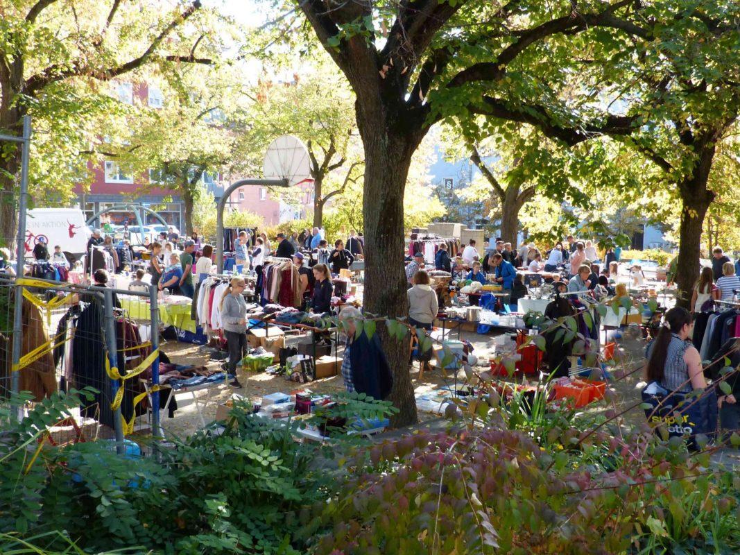Der Familienflohmarkt in Grombühl auf dem Wagnerplatz. Foto: Jörg Kieser