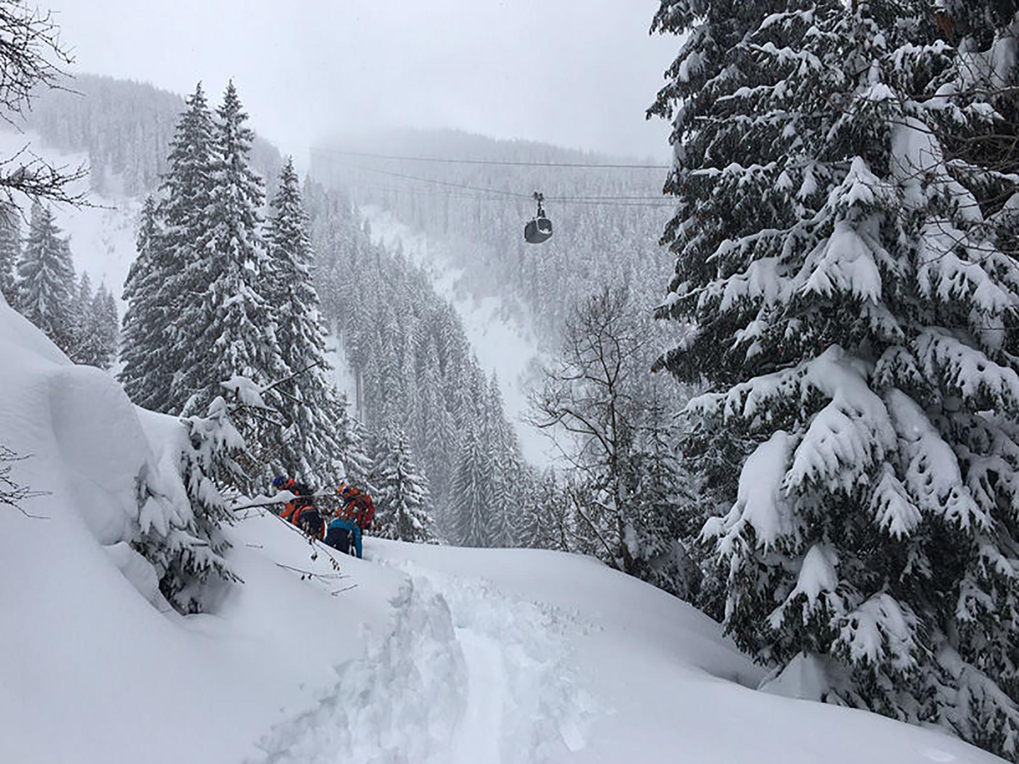 Der Snowboarder wurde von einem Seilbahnmitarbeiter von einer Gondel aus entdeckt. Foto: Österreichischer Bergrettungsdienst, Landesorganisation Salzburg