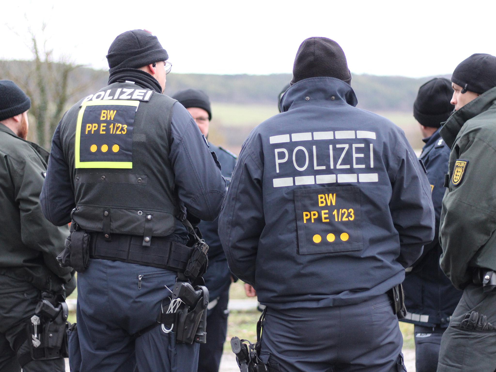 Mit starken Polizeikräften wurden die Tauber und dessen Uferbereich von Tauberbischofsheim bis Hochhausen nach der 13-Jährigen abgesucht. Foto: Pascal Höfig