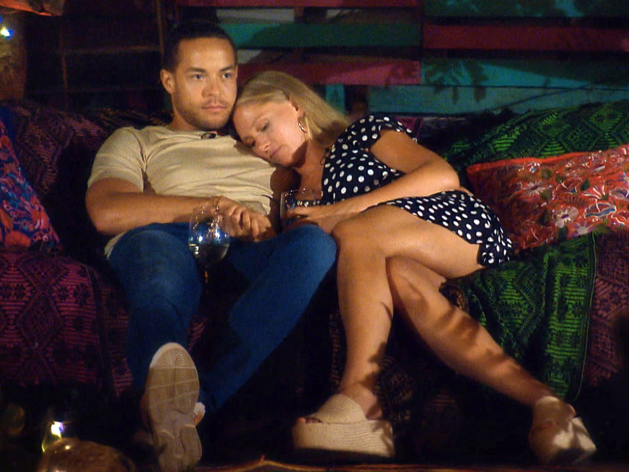 """Andrej und Vanessa genieflen die Zweisamkeit. Alle Episoden von """"Der Bachelor"""" bei TVNOW: www.tvnow.de. Foto: MG RTL D"""