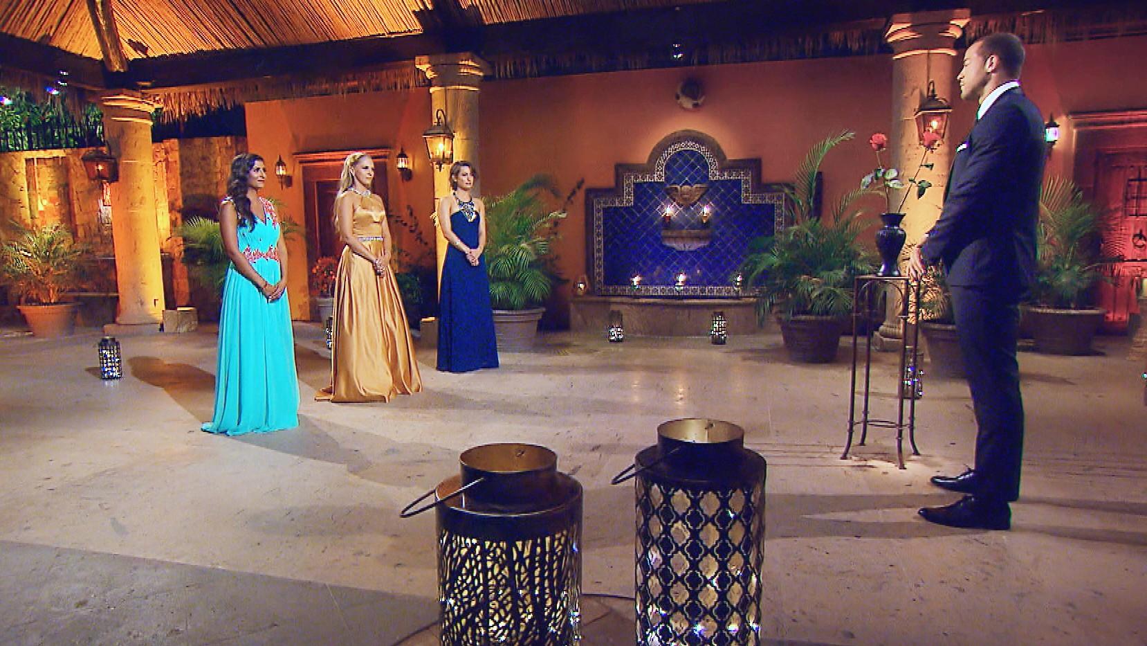"""In der achten Nacht der Rosen muss sich Andrej von Eva, Vanessa oder Jennifer (v.l.) verabschieden. Alle Episoden von """"Der Bachelor"""" bei TVNOW: www.tvnow.de. Foto: MG RTL D"""