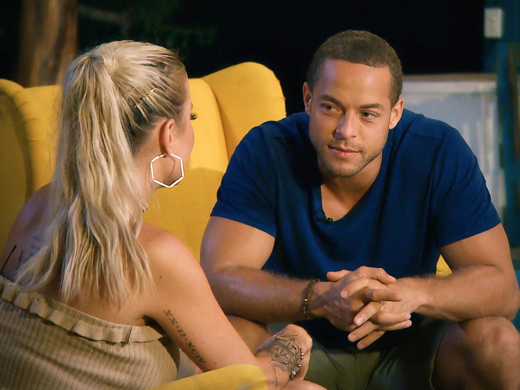 """Jade sucht das Gespräch mit Andrej. Alle Episoden von """"Der Bachelor"""" bei TVNOW: www.tvnow.de. Foto: MG RTL D"""