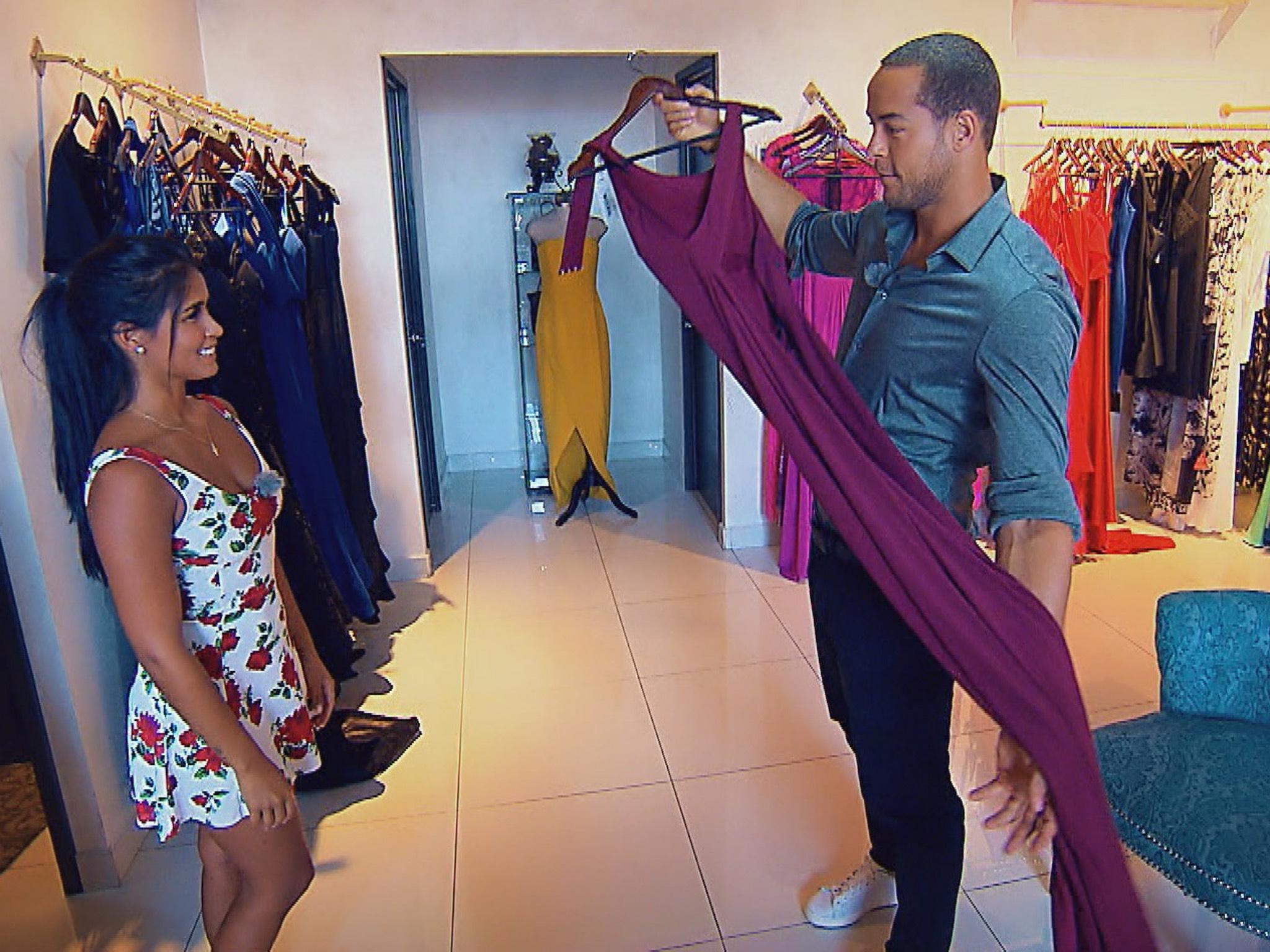 """Andrej bittet Nathalia, dass von ihm ausgewählte Kleid anzuprobieren. Alle Episoden von """"Der Bachelor"""" bei TVNOW: www.tvnow.de. Foto: MG RTL D"""