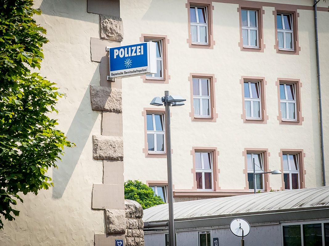 Die Bereitschaftspolizei in der Sedanstraße in Würzburg Symbolbild: Pascal Höfig