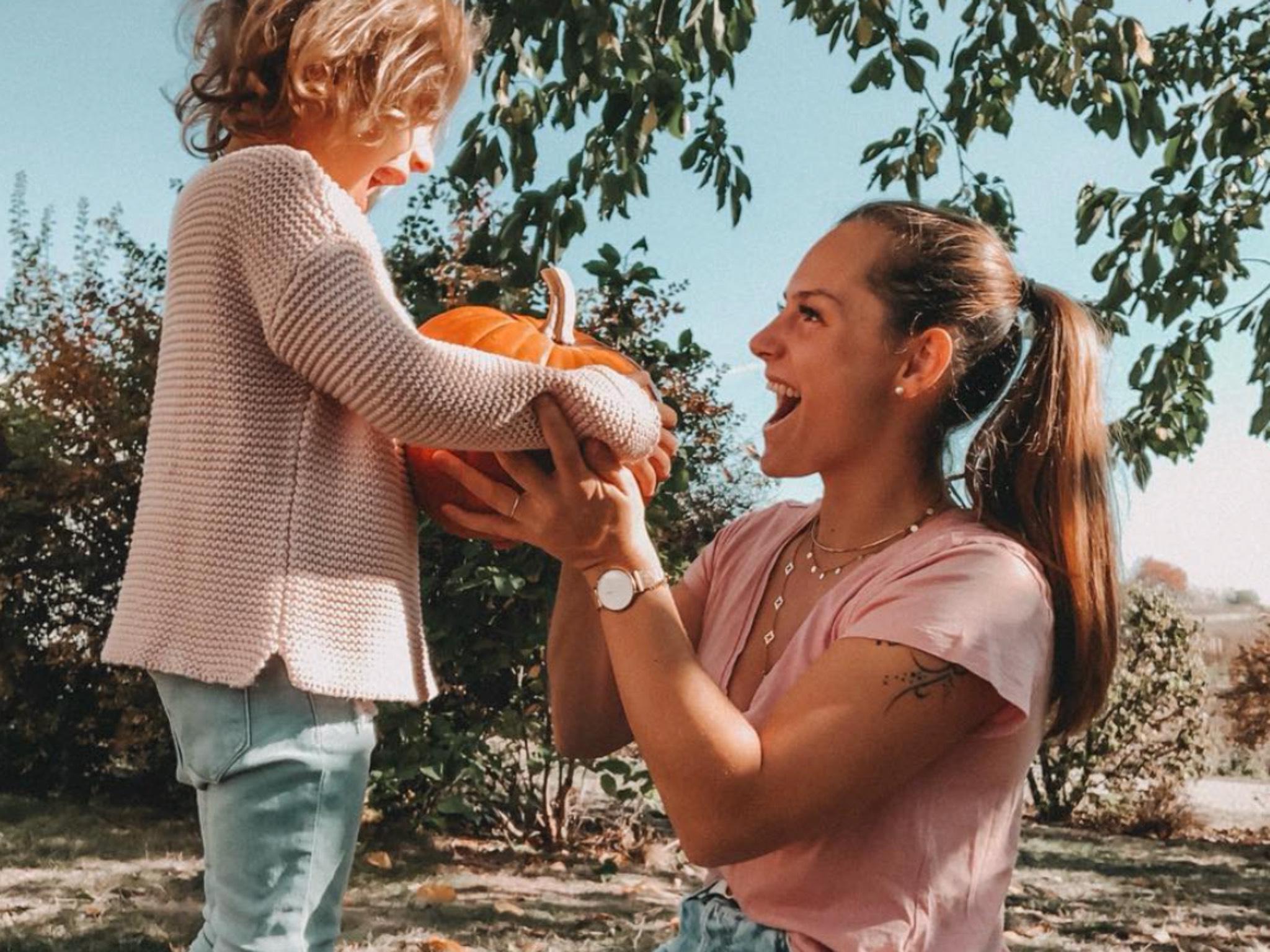 Sie liebt es mit ihrer kleinen Tochter zu spielen. Foto: Christine