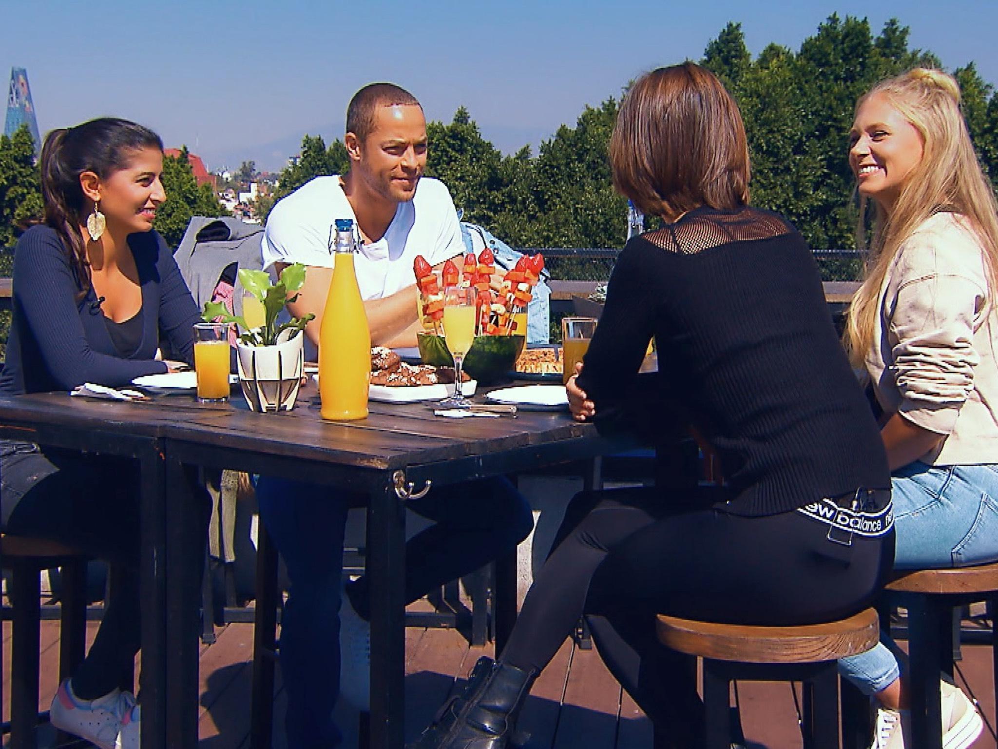 """In Mexikos Hauptstadt wartet auf Eva, Andrej, Jennifer und Vanessa (v.l.) ein letztes gemeinsames Frühstück. Alle Episoden von """"Der Bachelor"""" bei TVNOW: www.tvnow.de. Foto: MG RTL D"""