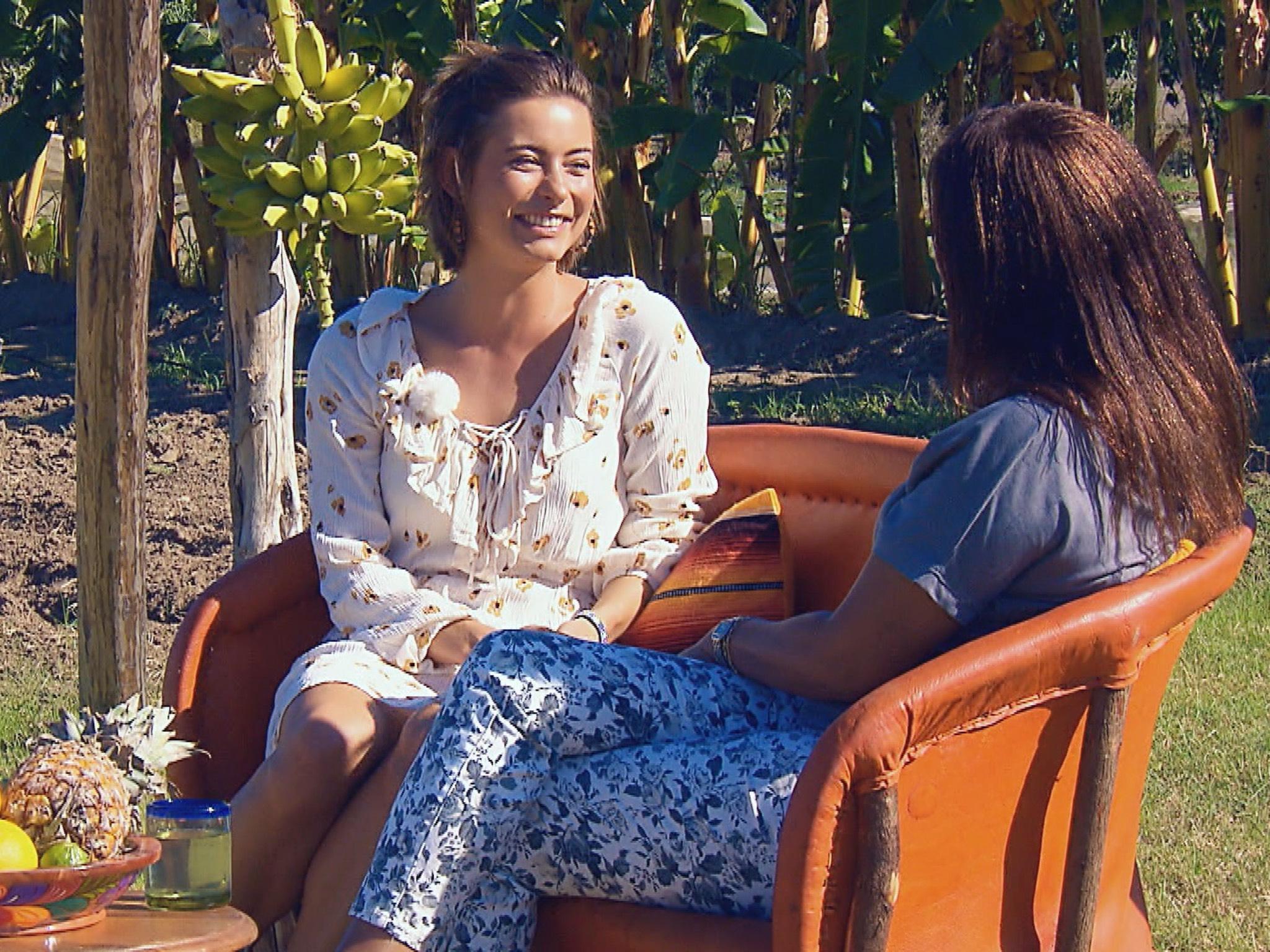 """Jennifer im Gespräch mit Andrejs Mama Monika. Alle Episoden von """"Der Bachelor"""" bei TVNOW: www.tvnow.de. Foto: MG RTL D"""