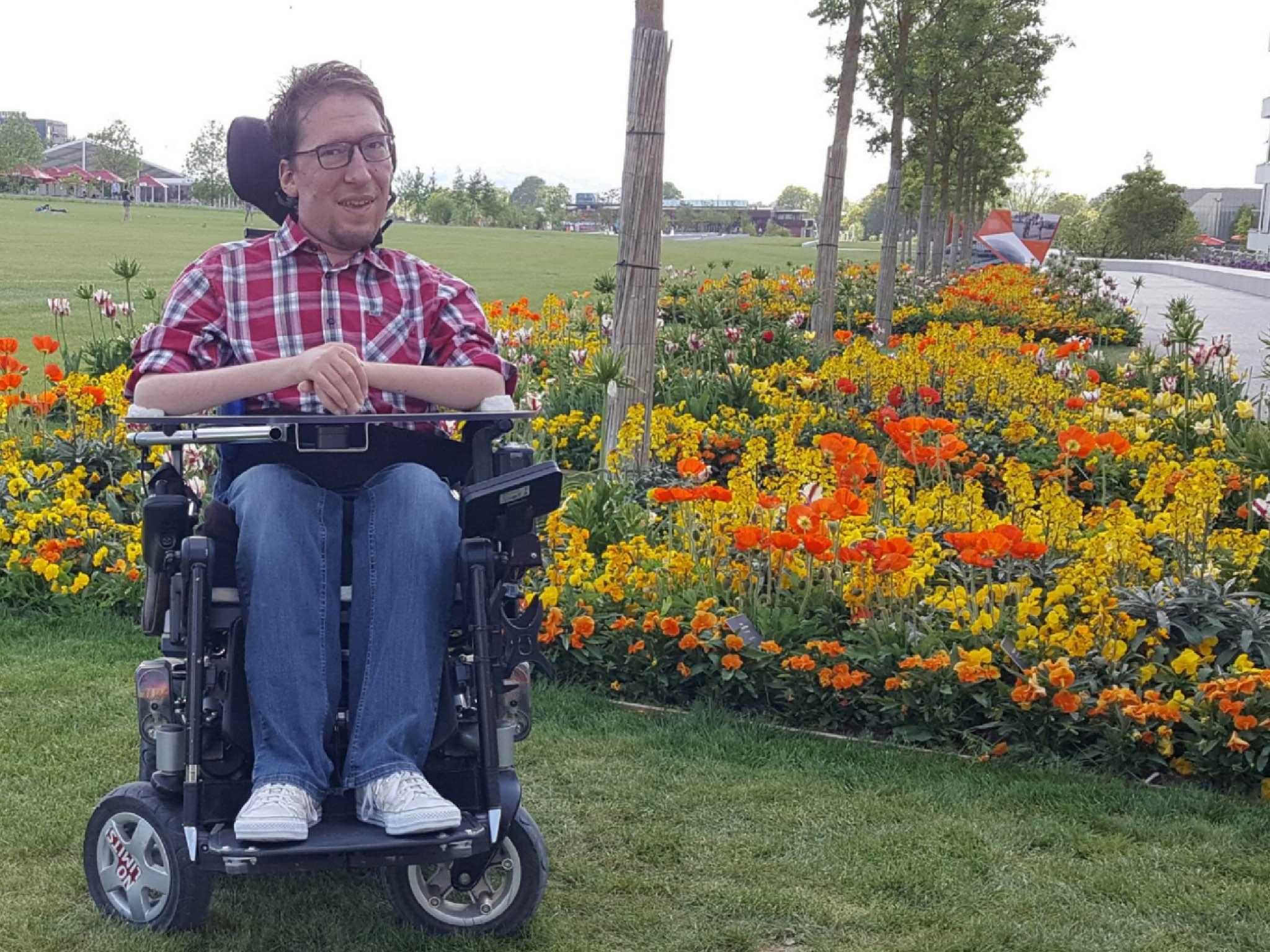 Julian Wendel erzählt im Interview von dem Leben mit Behinderung in Würzburg. Foto: Raimund Wendel.