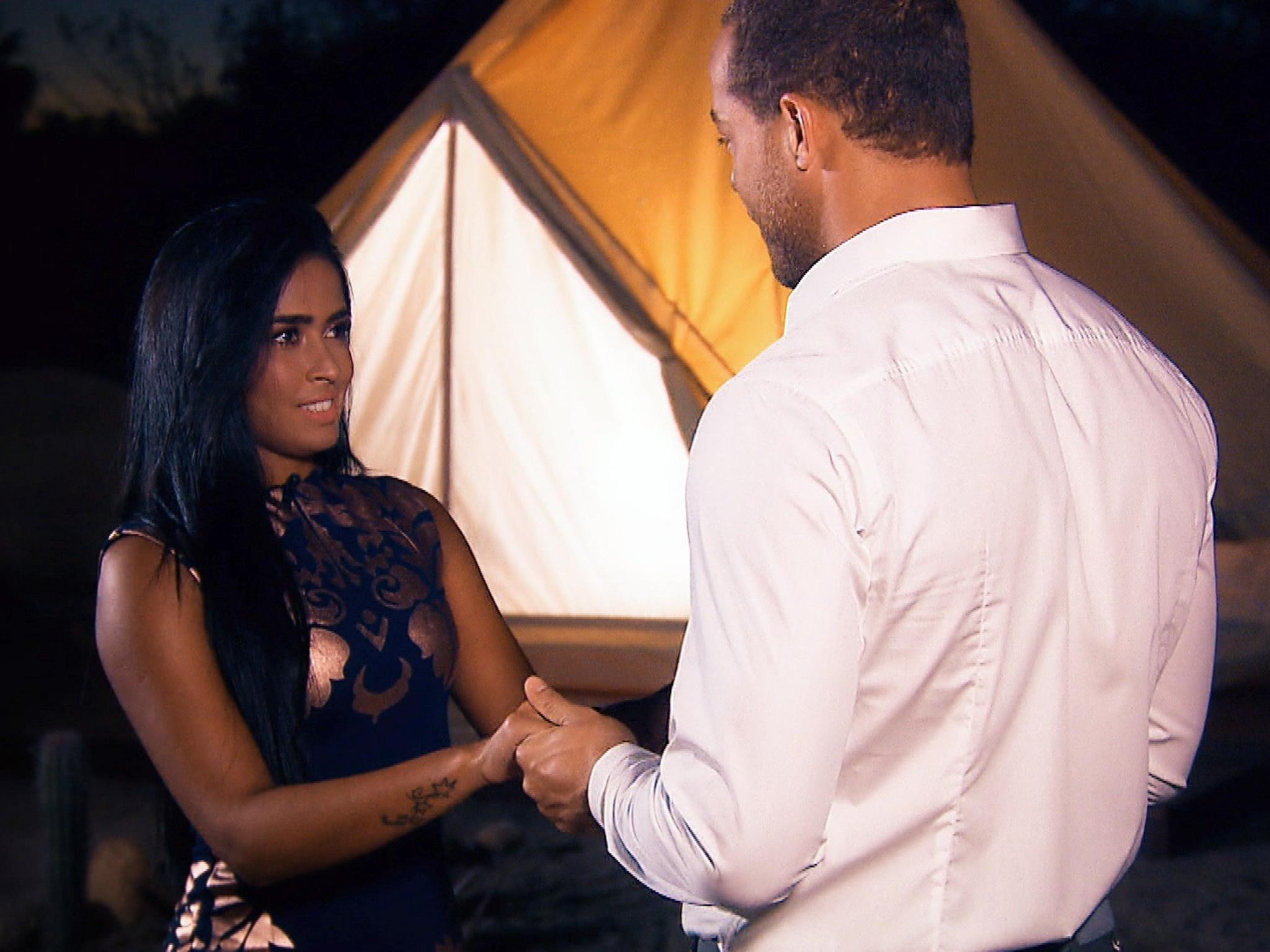 """Andrej möchte Nathalia etwas wichtiges mitteilen. Alle Episoden von """"Der Bachelor"""" bei TVNOW: www.tvnow.de. Foto: MG RTL D"""