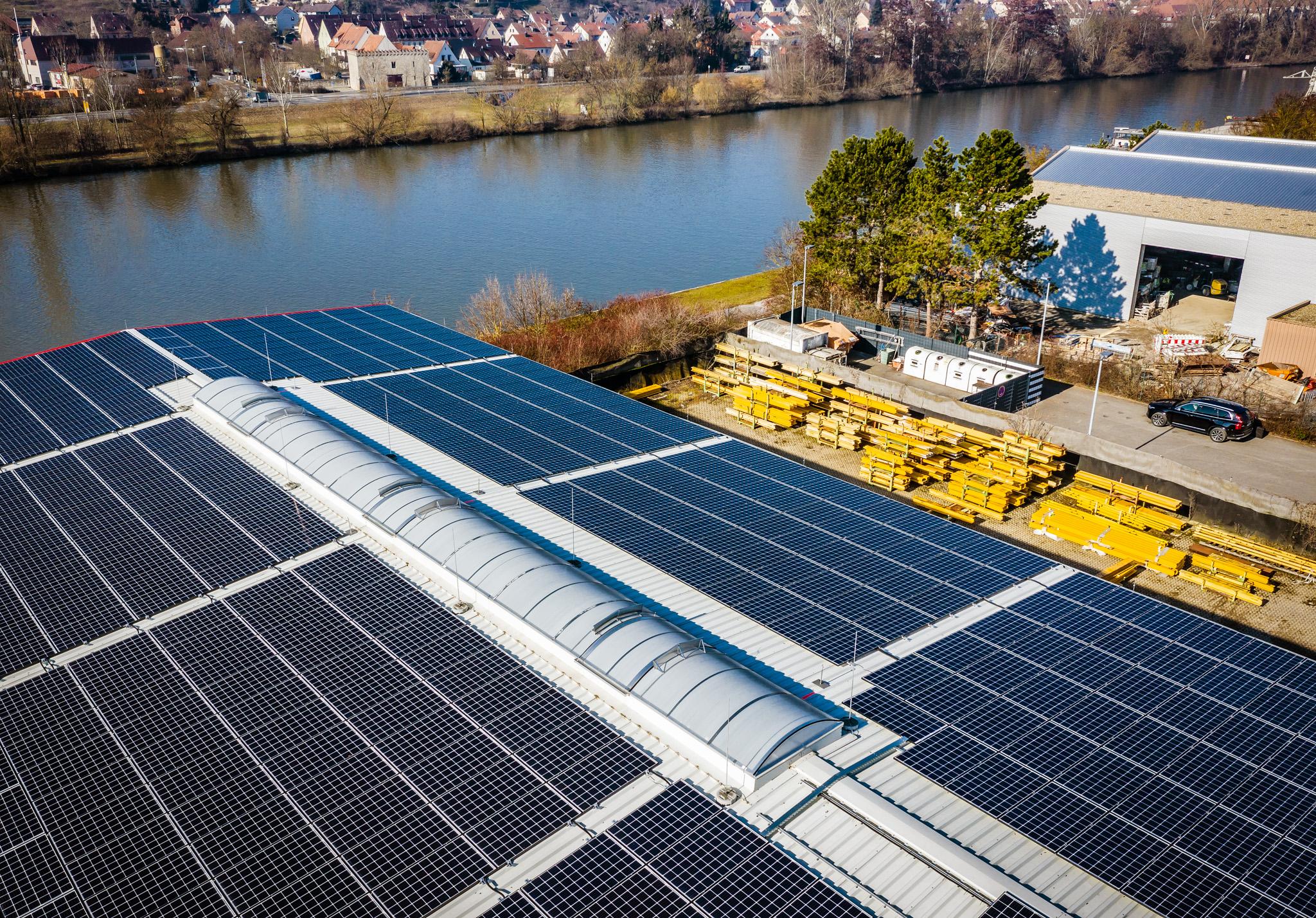Neue PV-Anlage in der Friedrich-König-Straße. Foto: TOM BAUER – AD PHOTOGRAPHY
