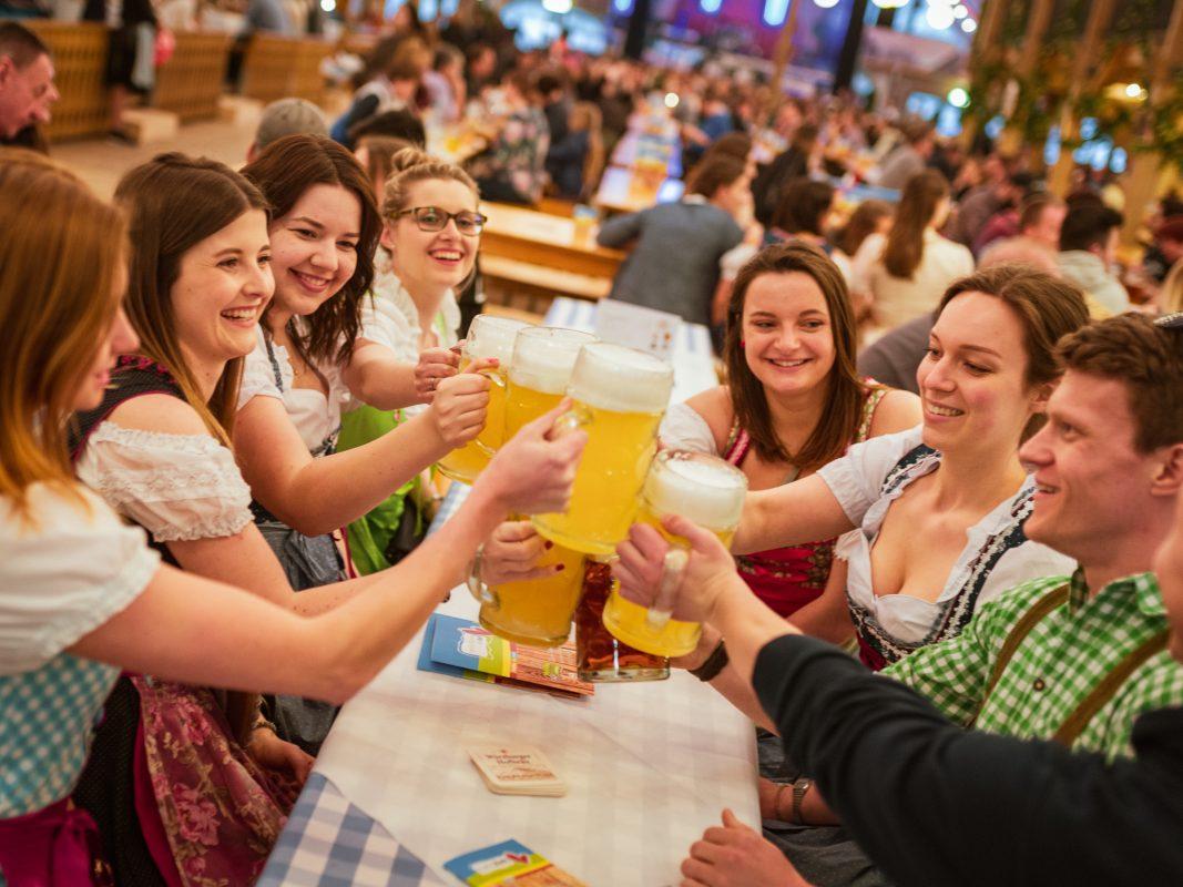 Kulinarische Genüsse im Festzelt der Familie Hahn. Foto: Pascal Höfig