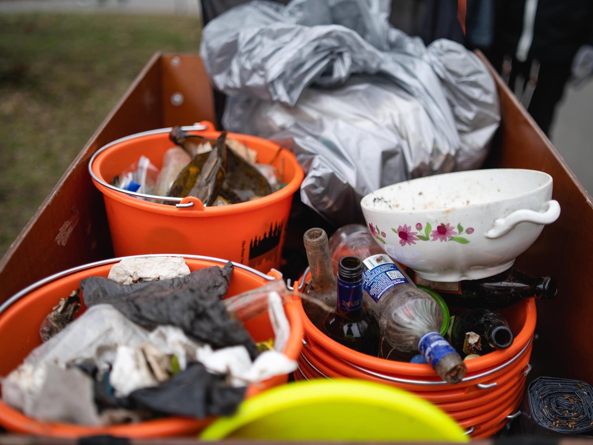 Zwei Container voll Rest- und Plastikmüll wurden aufgesammelt. Foto: Georg Hoos