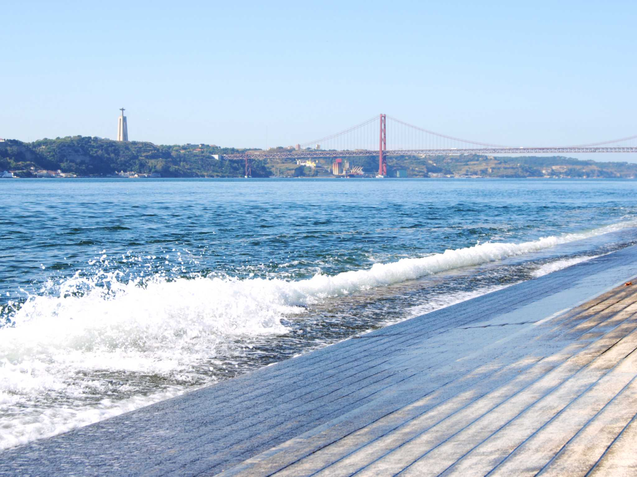 Spazieren am Fluss Tejo in Lissabon. Foto: Nina Härtle