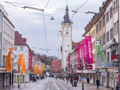 Die Domstraße in Würzburg als beliebter Ort zum Einkaufen und Flanieren. Foto: Pascal Höfig