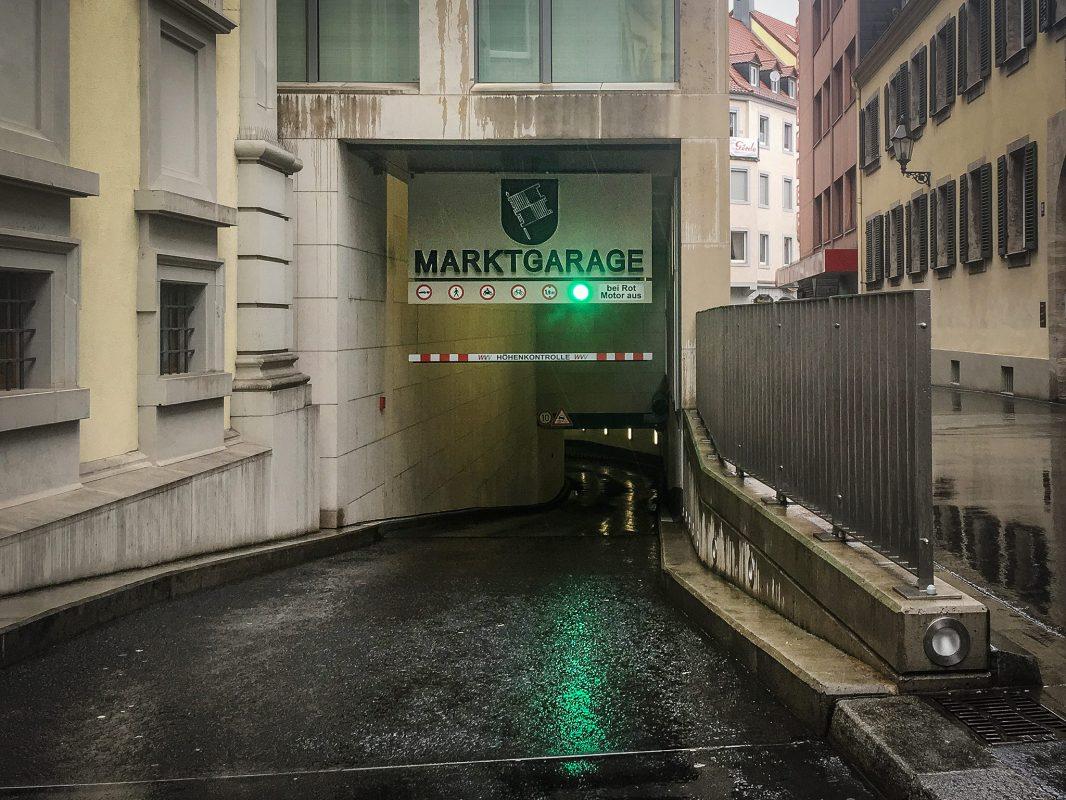 Der Einfahrtstunnel der Marktgarage in der Martinstraße. Foto: Pascal Höfig