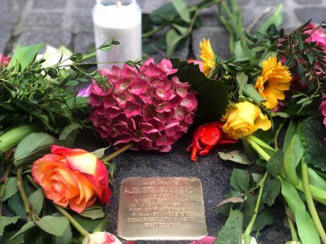 Am Freitag den 5. April 2019 wurden 28 neue Stolpersteine wie dieser von Auguste Baumbach in Würzburg verlegt. Foto: Melissa Schnabel