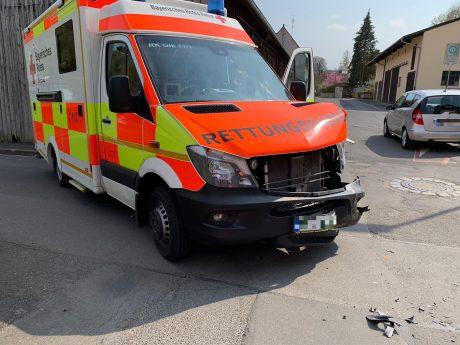 Der beschädigte BRK Rettungswagen. Foto: BRK
