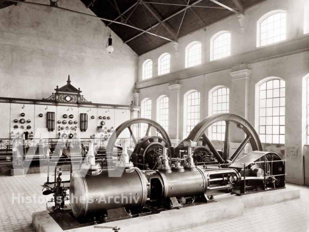 In der Sonderausstellung gibt es unter anderem Bilder wie dieses der Eröffnung des Elektrizitätswerks 1899 zu sehen. Foto: Historisches Archiv der WVV