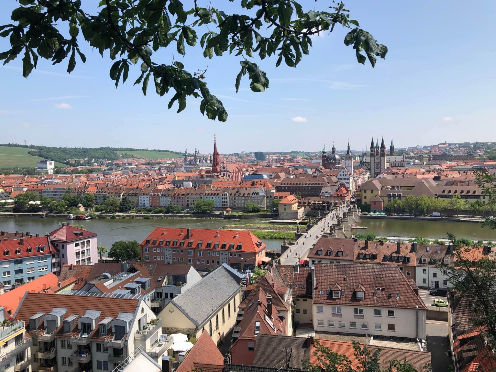 Der Weg hoch zur Festung ist zwar etwas anstrengend, aber der Ausblick ist die Mühe definitiv wert. Foto: Annika Betz.