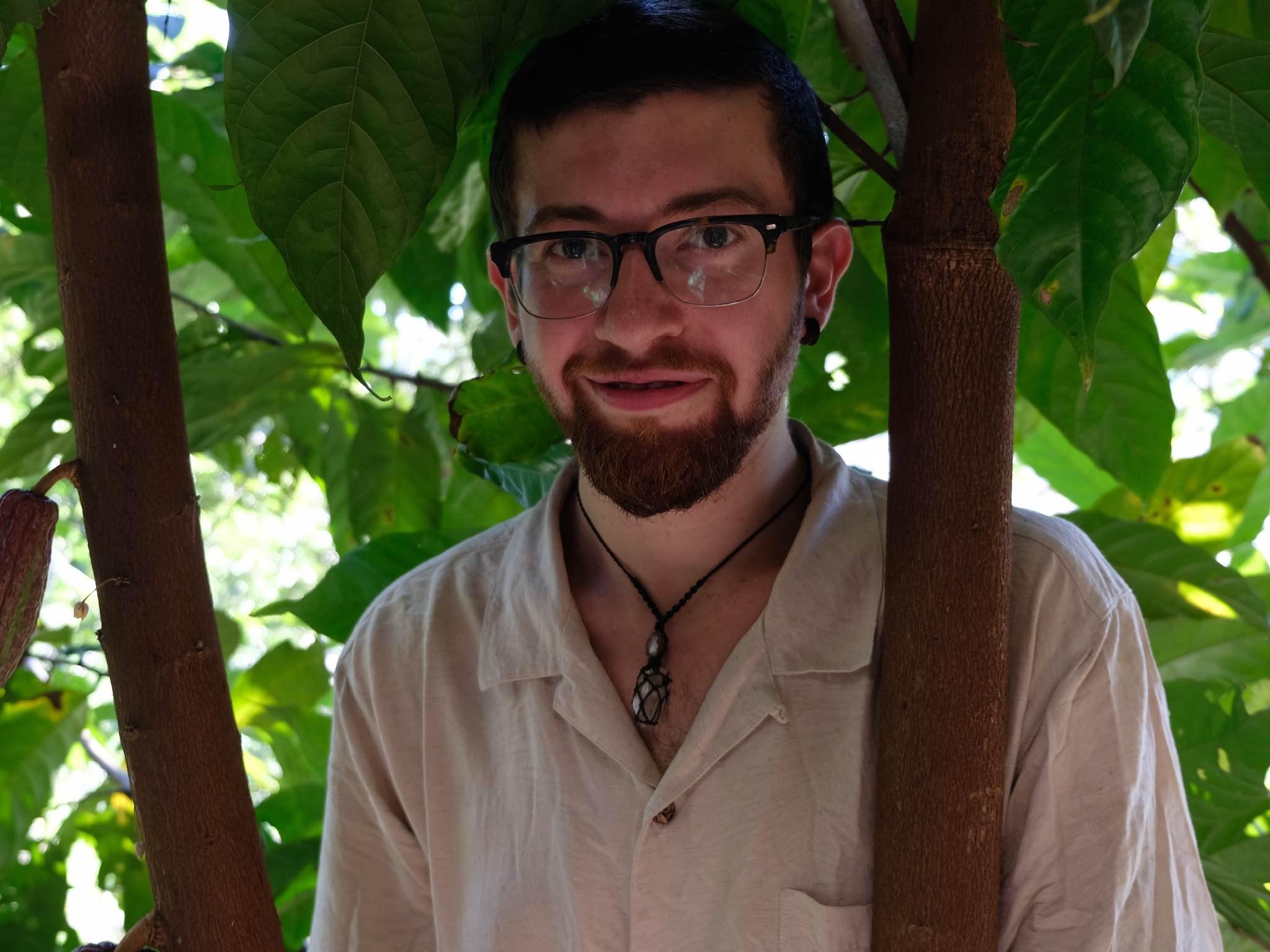 Mischa war ein Jahr in Südamerika und lernte dort die besonderen Eigenschaften von Kakao kennen. Foto: Ela Fabienne Breuer.