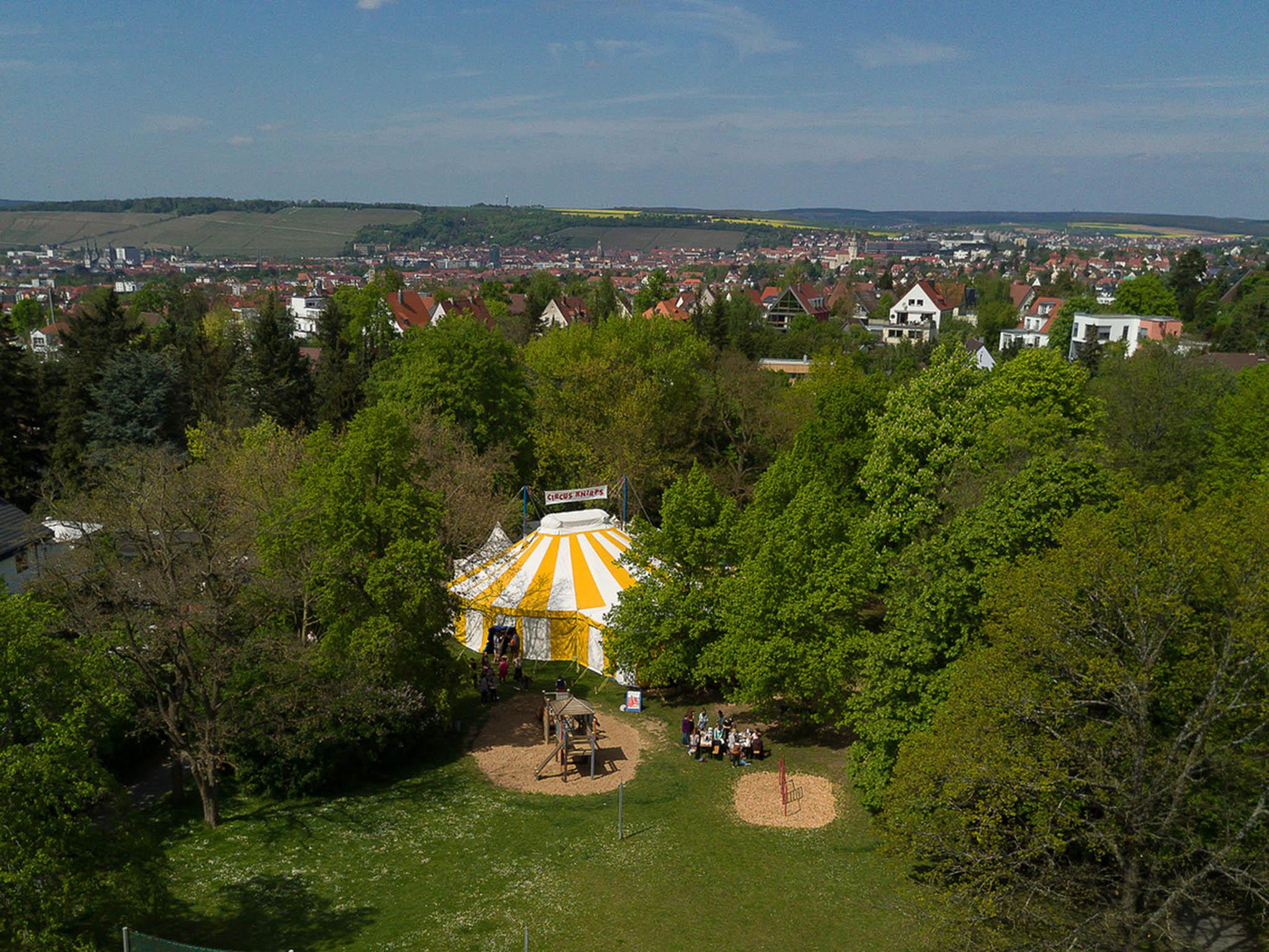 Das Zirkuszelt des Circus Knirps im Frauenland. Foto: Büro 71a.