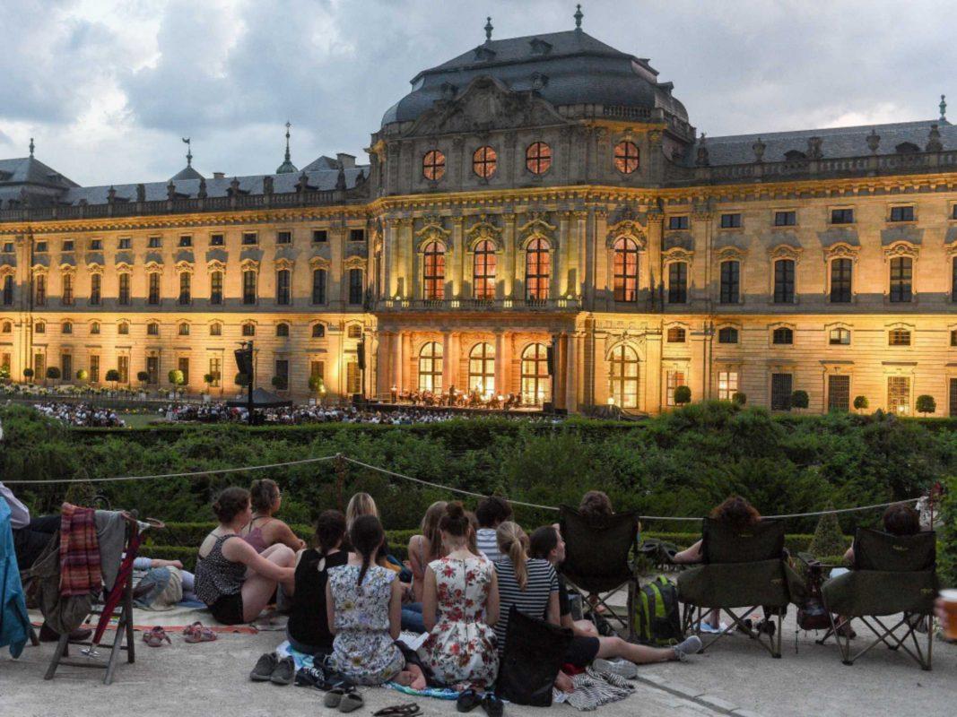 Die Nachtmusik im Residenzhofgarten. Foto: Thomas Obermeier