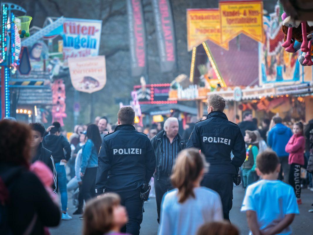 Polizei auf dem Festplatz. Foto: Pascal Höfig