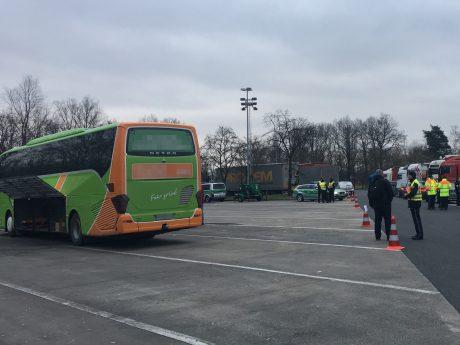 Kontrolle eines Reisebusses. Foto: Pascal Höfig