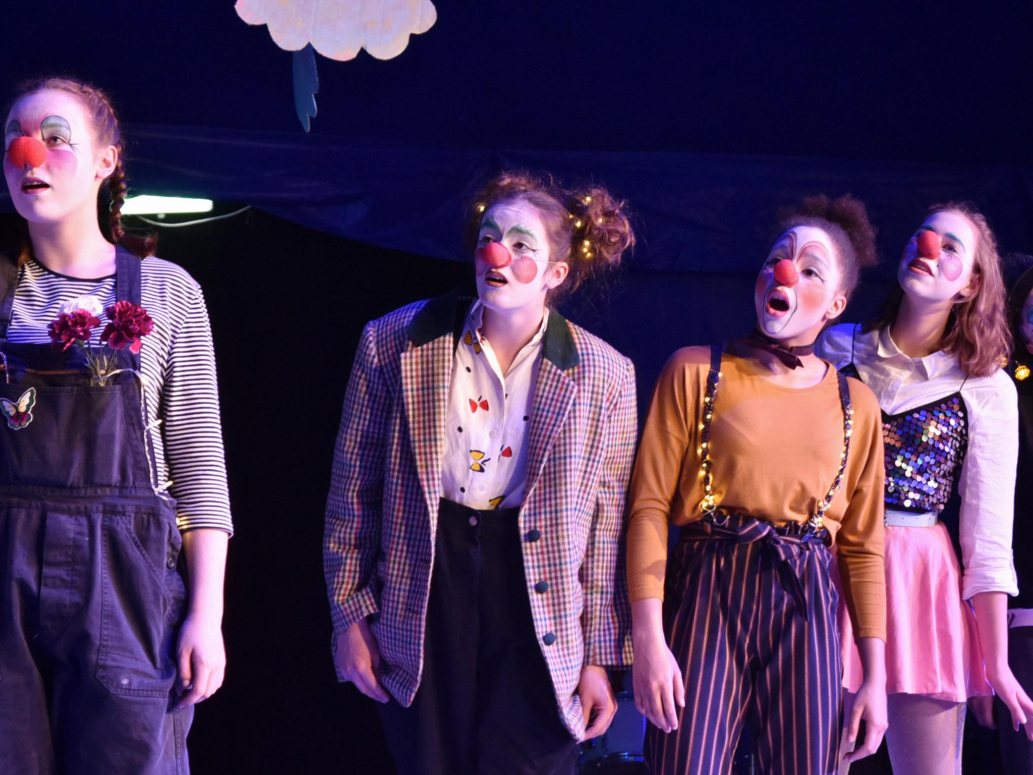 Jonglieren, Akrobatik oder Clownerie - das Angebot des Circus Kirps ist groß. Foto: Michael Braun.