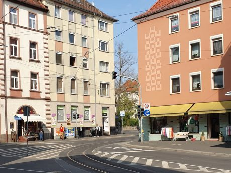 Zwischen den Häusern erstreckt sich der Wagnerplatz in Grombühl. Foto: Jessica Hänse.