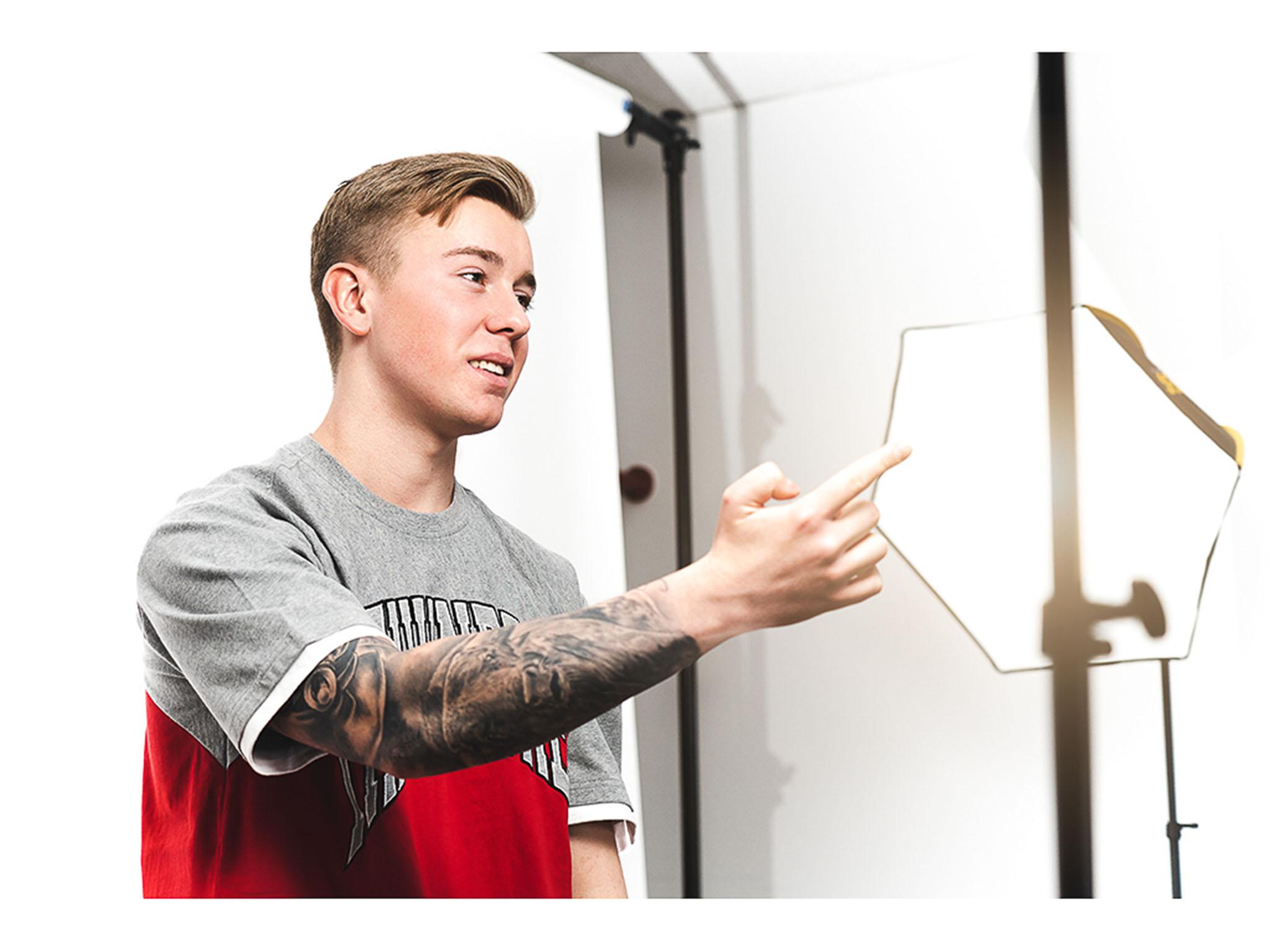 Mit gerade mal 18 Jahren möchte Maximilian die Musikwelt erobern - Youtube, Instagram & Co helfen ihm dabei. Foto: Maximilian Höller.