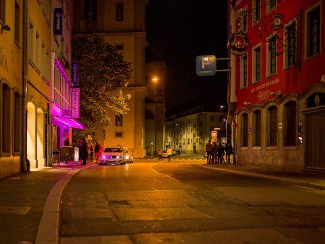 Die Haugerpfarrgasse in der Nacht. Symbolfoto: Pascal Höfig