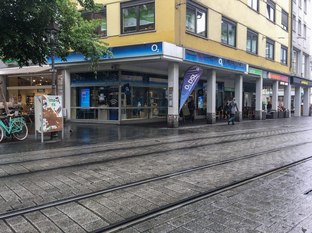 Am Dienstagmittag haben zwei Unbekannte aus einem Mobilfunkladen mehrere hochwertige Handys erbeutet. Foto: Pascal Höfig