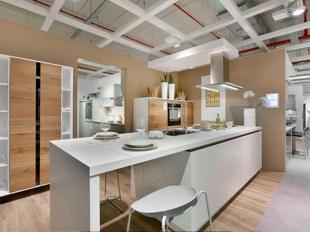 Modernes Design im Küchenstudio MEDA in Würzburg. Foto: MEDA Küchen
