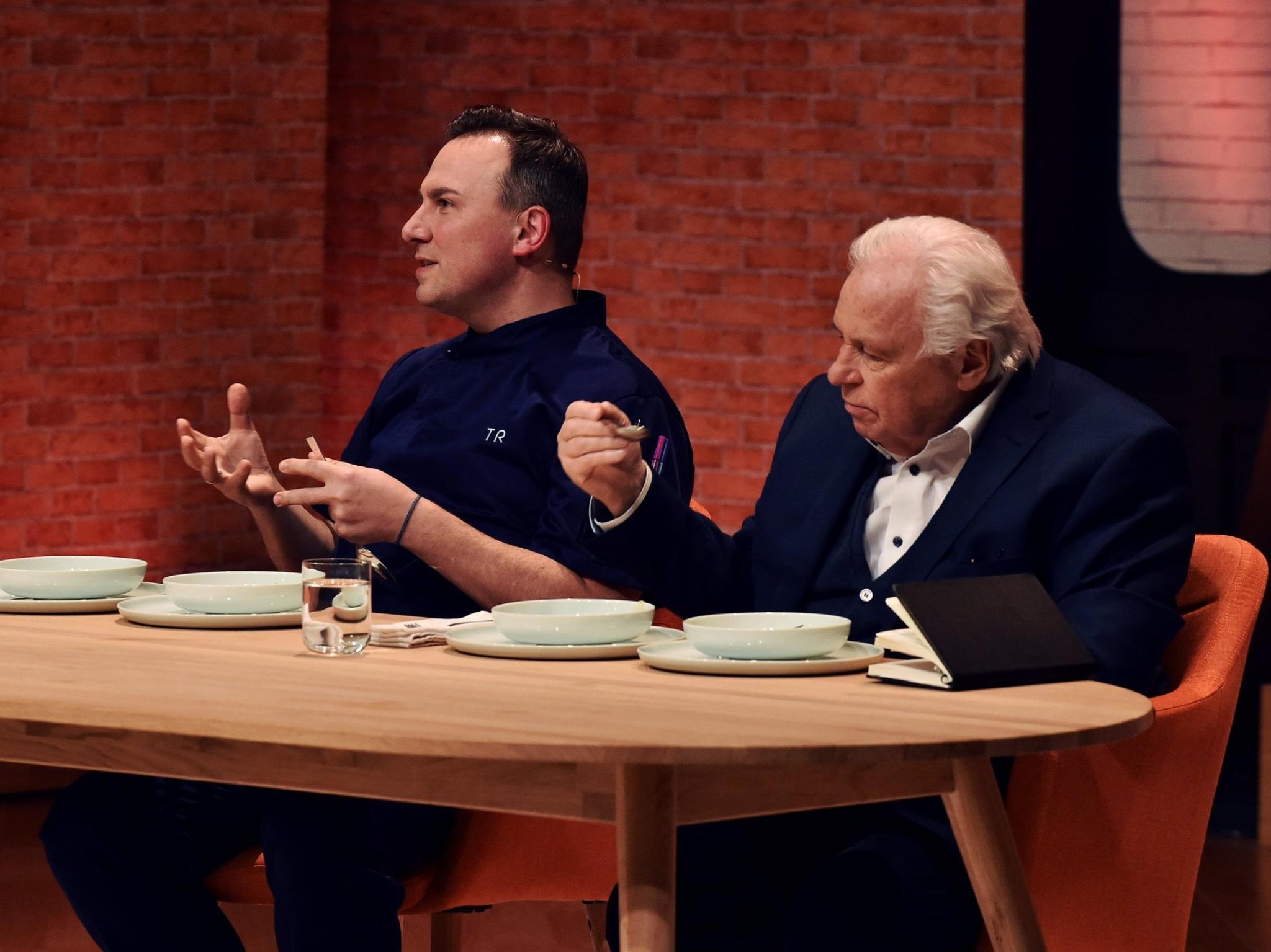 In der Jury dieses Mal: Tim Raue und Eckart Witzigmann. Foto: SAT.1/André Kowalski