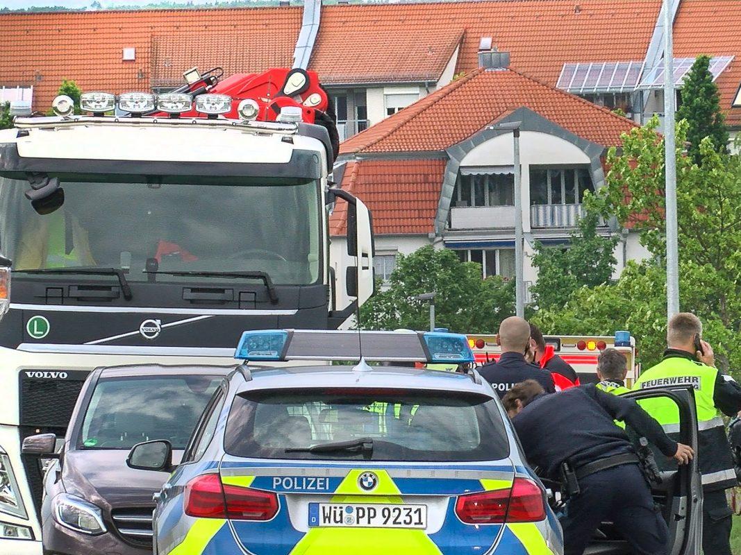 Ein 80 Jahre alter Mann ist am Mittwochnachmittag unter einen Baustellen-Lkw geraten. Der Senior überlebte den Unfall nicht. Foto: Pascal Höfig