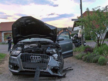 Durch den Zusammenstoß wurden vier Personen leicht verletzt. Foto: Pascal Höfig
