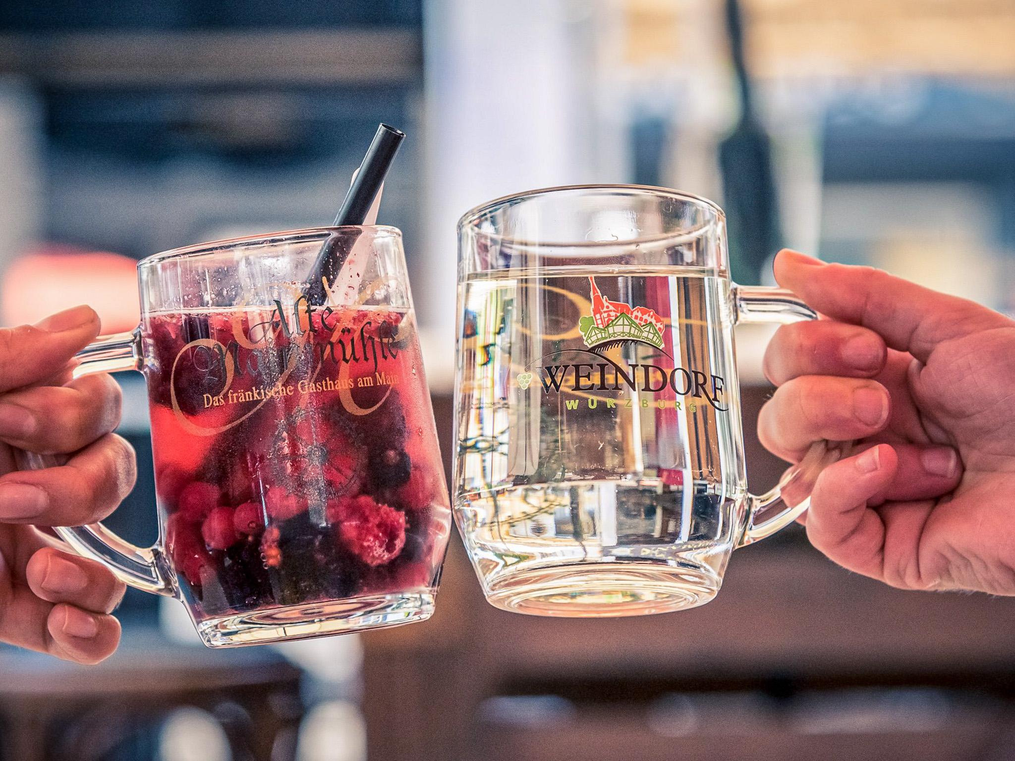 Besten Wein auf dem Würzburger Weindorf genießen. Foto: Pascal Höfig