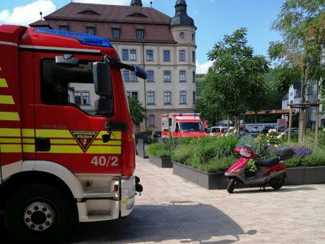 Feuerwehr und Rettungsdienst waren in der Veitshöchheimer Straße im Einsatz. Foto: Florian Hauck/BRK Würzburg