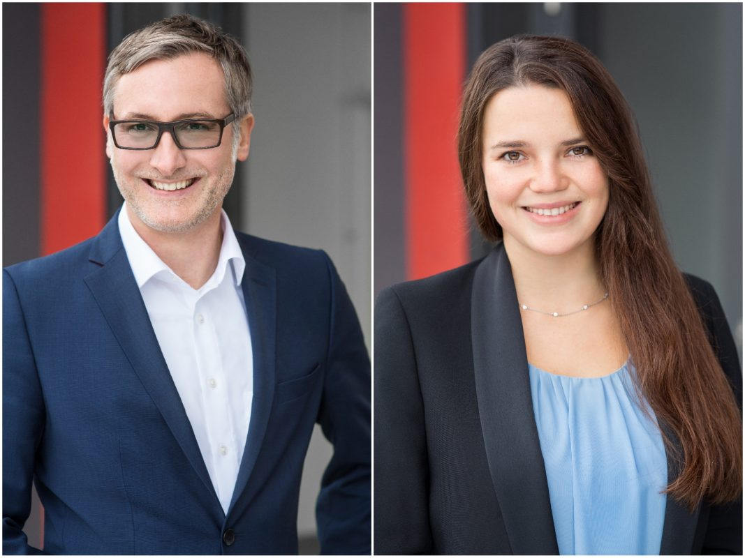 Prof. Dr. Holger Schramm und Nicole Liebers untersuchen in Form einer Online-Befragung den Heimattrend der Medien. Foto: Daniela Hütter