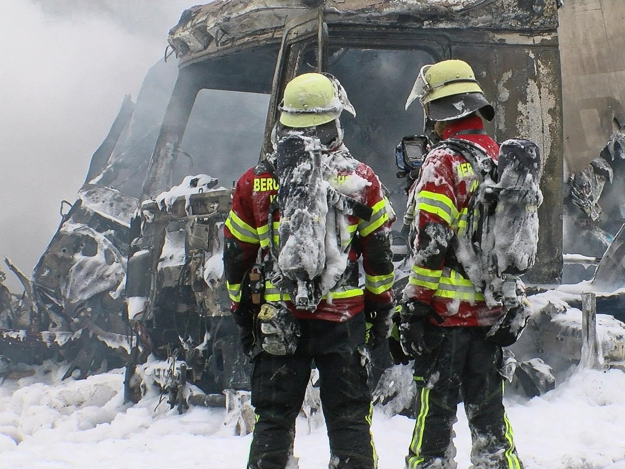 Die drei beteiligten Sattelzüge gingen unmittelbar nach der Kollision in Flammen auf. Foto: Pascal Höfig