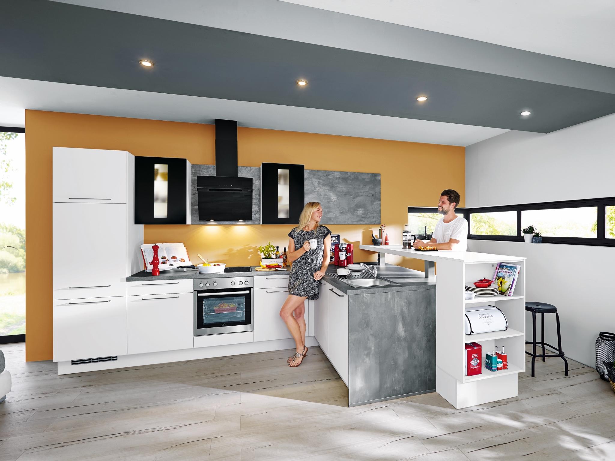 Küchenlösung mit integriertem Thekentisch. Foto: MEDA Küchen