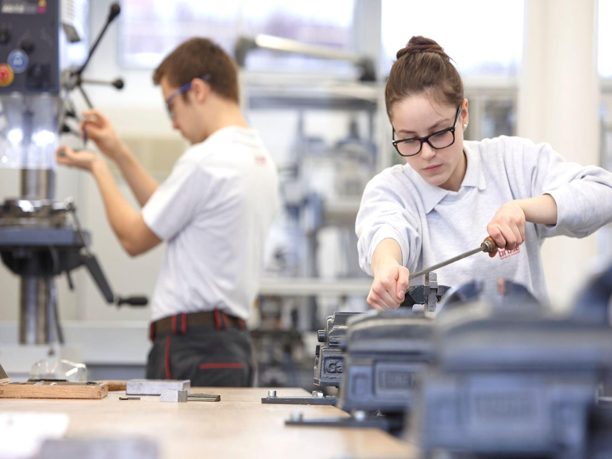 Ob Ausbildung oder Studium: Karriere bei Brose ist garantiert. Foto: Brose Fahrzeugteile