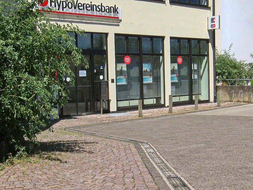 Ein Unbekannter hat am Donnerstag eine Bankfiliale in Lohr am Main überfallen. Foto: Pascal Höfig