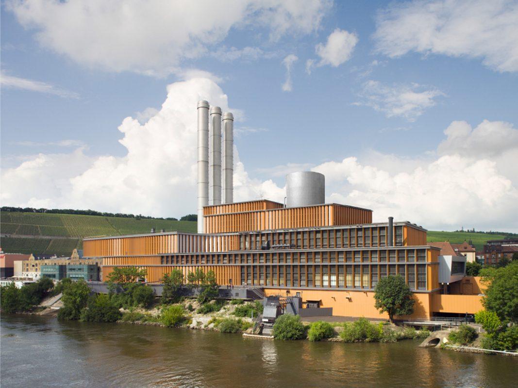 Passt sich der bisherigen Architektur perfekt an: Planfoto des HKWs mit integriertem neuem Wärmespeicher. Foto: Brückner & Brückner