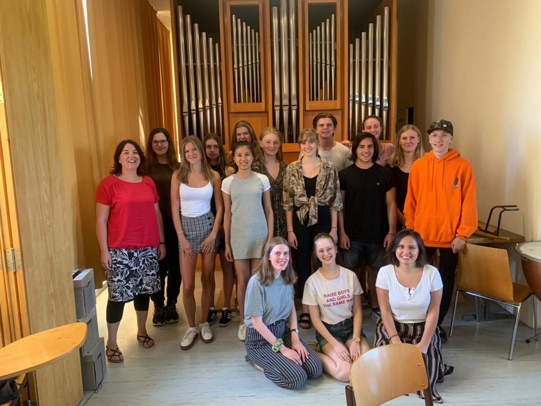 "Das P-Seminar ""Chortheater"" des MGG. Foto: Matthias-Grünewald-Gymnasium"