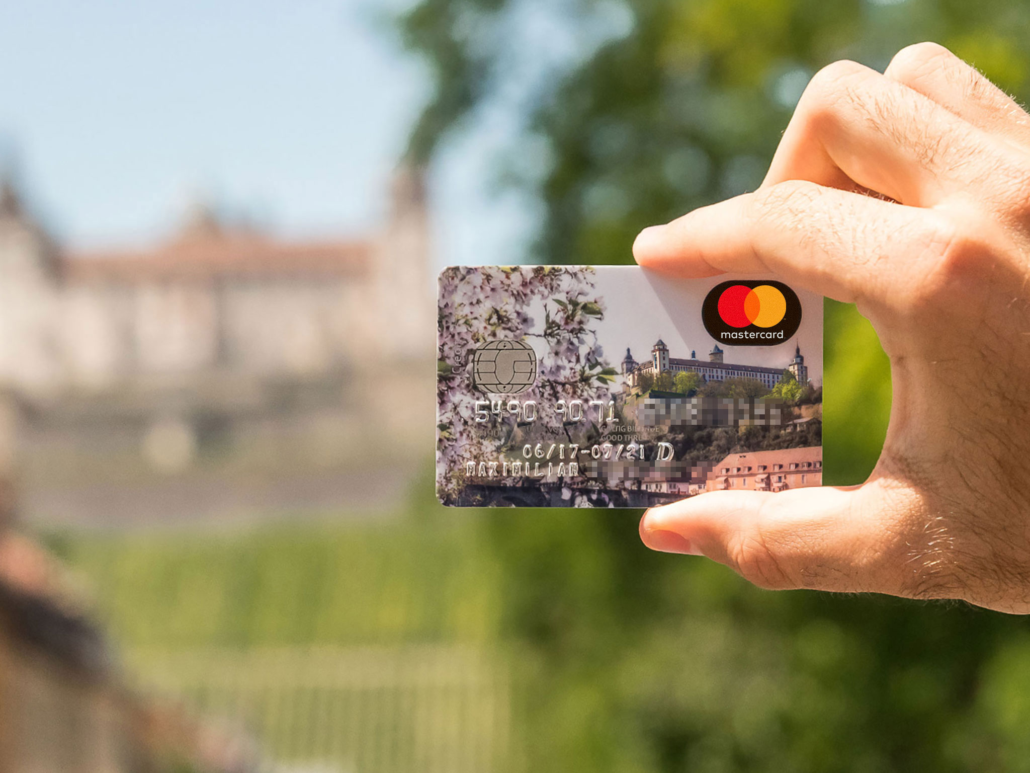 Die Kreditkarten der Sparkasse gibt's jetzt mit Würzburg-Flair. Foto: Pascal Höfig