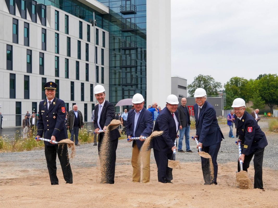 Spatenstich für den Erweiterungsbau der staatlichen Feuerwehrschule Würzburg. Foto: Staatliche Feuerwehrschule Würzburg