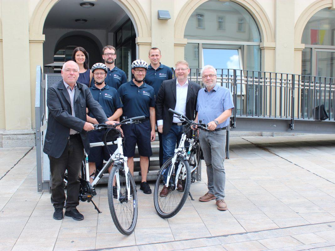 Dem kommunalen Ordnungsdienst wurden jetzt Diensträder übergeben. Foto: Stadt Würzburg
